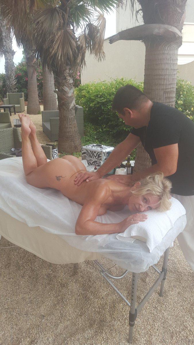 Hummm. .. bien mérité ce petit massage. .. 😘😘 6Mx08A4Aav