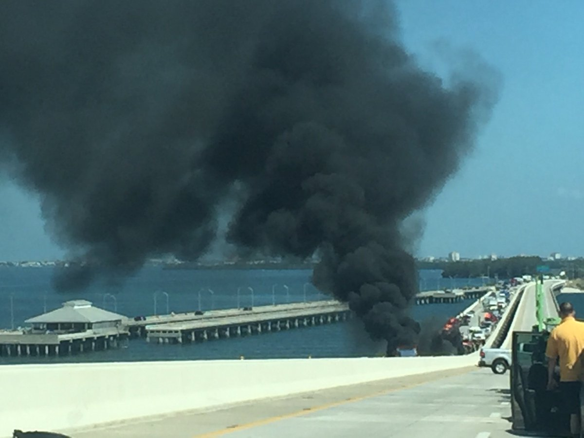 Tanker carrying thousands of gallons of fuel is burning on the Sunshine Skyway Bridge https://t.co/4WMlDi45uT #htnow https://t.co/az18Xn4u17