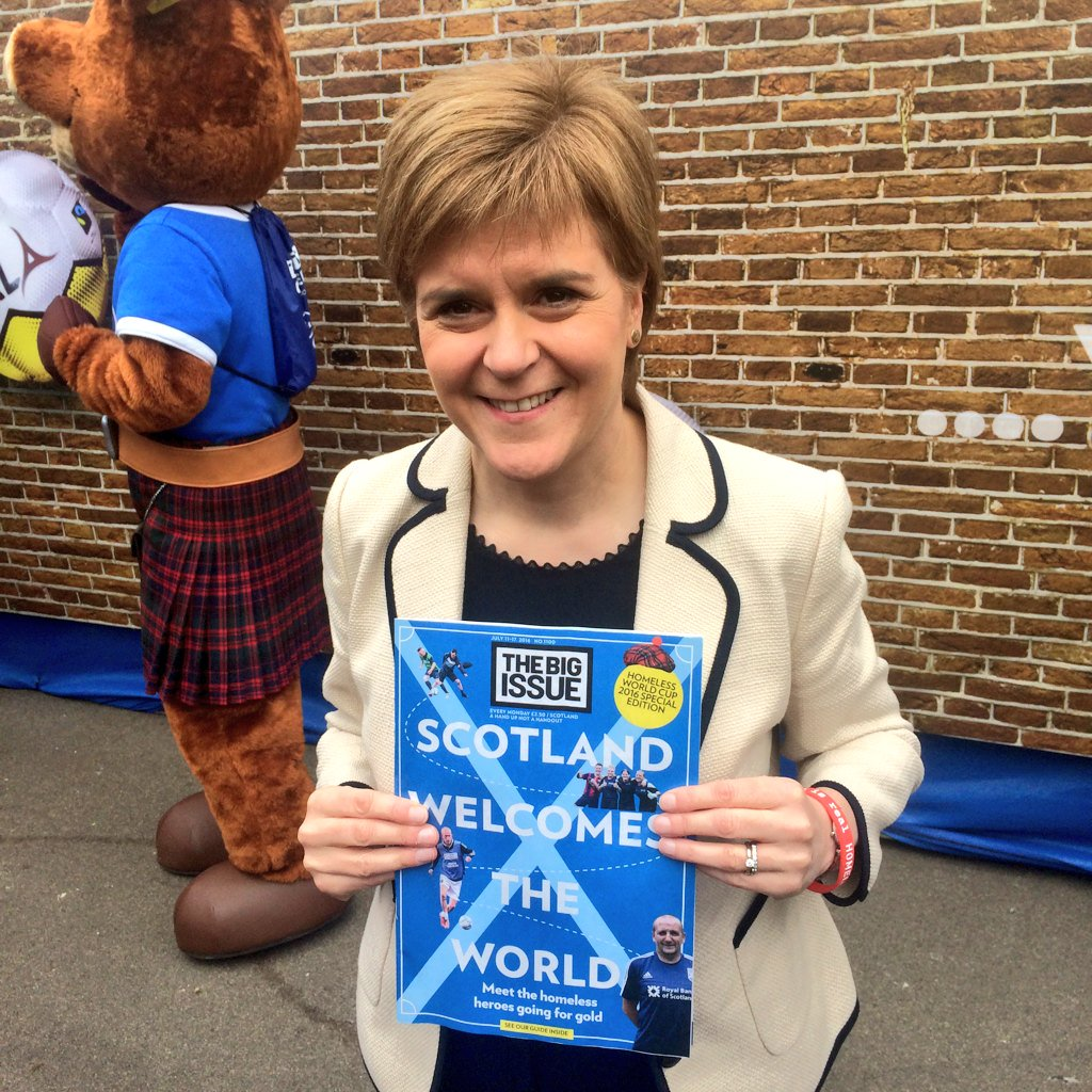 'SCOTLAND WELCOMES THE WORLD!' First Minister @NicolaSturgeon supports The Big Issue and Team Scotland at #HWC2016. https://t.co/W5nNhwMXhc