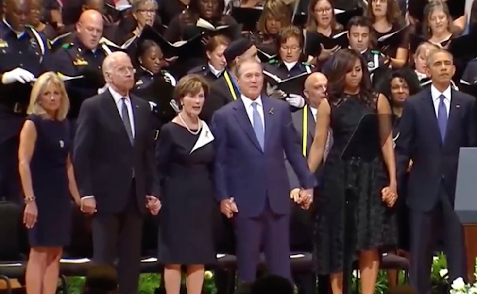 """Bidens, Bushes, Obamas holding hands during """"Glory Hallelujah"""" at #DallasMemorial https://t.co/dzXZt2pUe7"""