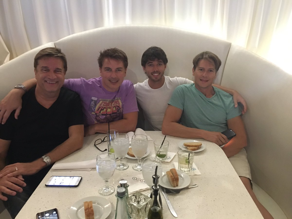 Lovely meal last night with Brett @scottmale and @Team_Barrowman just about airport time! #dontwanttogohome https://t.co/iZctT4Enen