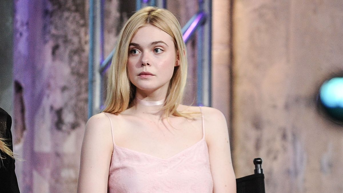 Elle Fanning Switched Up Her Hair Color For The Summer Scoopnest