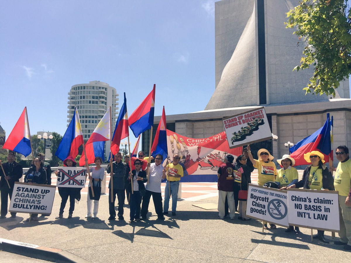 Filipino protesters march to Chinese Consulate in SF, call for China to respect court ruling on territorial row https://t.co/lgqeZ58I5f