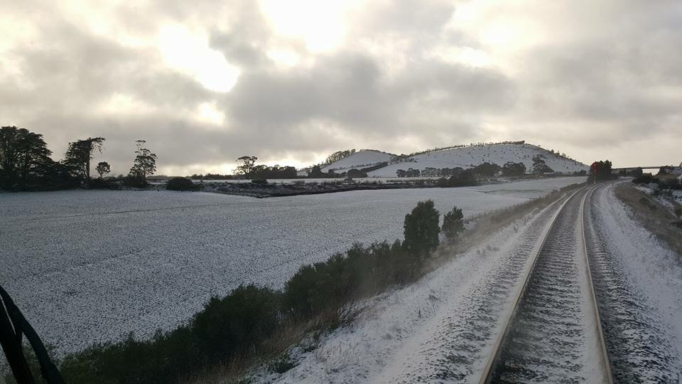 Let it snow! Conductor Nathan snapped this pic during his @VLine_Ballarat travels today. https://t.co/psULMdhVk7
