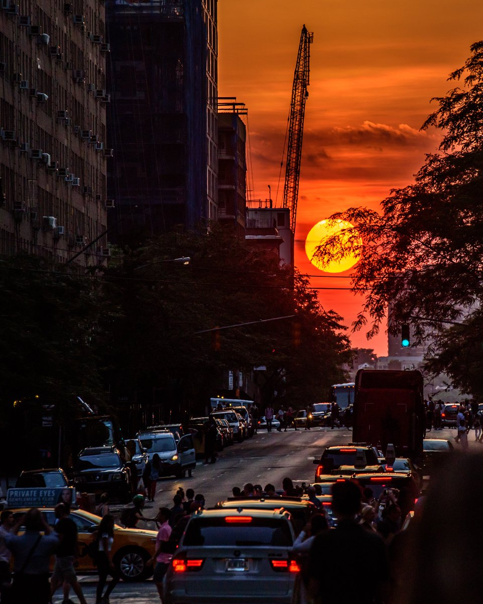 #Manhattanhenge was spectacular tonight. This was the view at W. 57th and Broadway https://t.co/jn6jVxBCnP