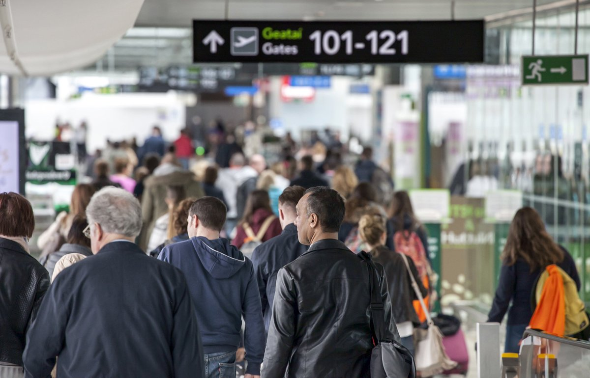 Passenger numbers pass 100,000 in single day, first time in @DublinAirport  76 year history