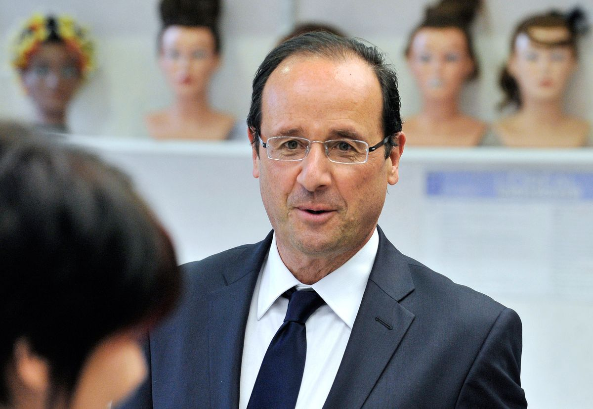 France pays its president's hairdresser $10,958 a month. This is the president of France. https://t.co/d1b1exJWyz https://t.co/yrLDtIVwzl