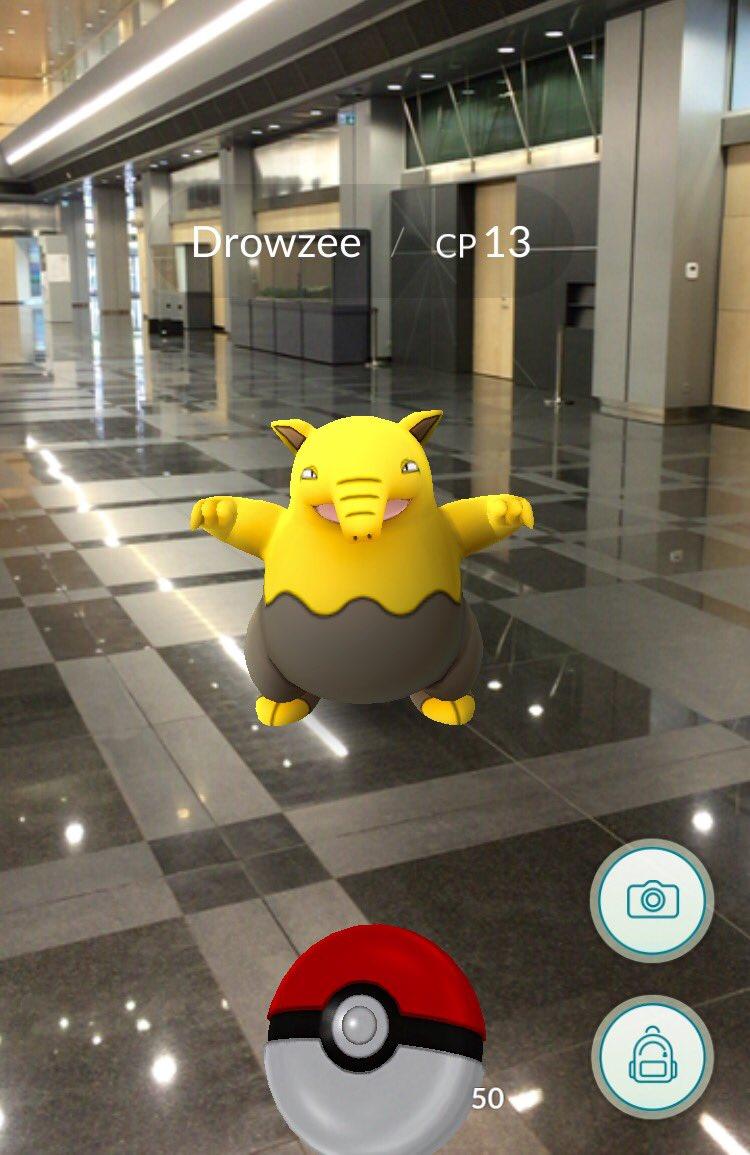 Šis ir bibliotēkas ātrija pokemons, apmeklētājus gaidīs līdz 20.00 :) #PokemonGO https://t.co/cBgDnhpXlN