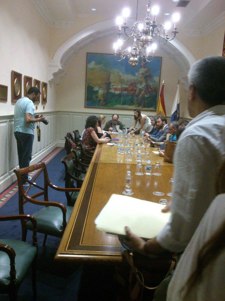 Dentro del @parcan pero sin streaming @PodemosCanarias @Nueva_Canarias #parpress https://t.co/iRkfj2clMf