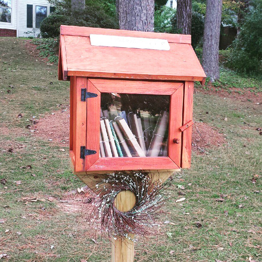 Always a nice surprise finding a #LittleFreeLibrary where you least expect it! #Darlington School in #RomeGA https://t.co/0dy4paffaK