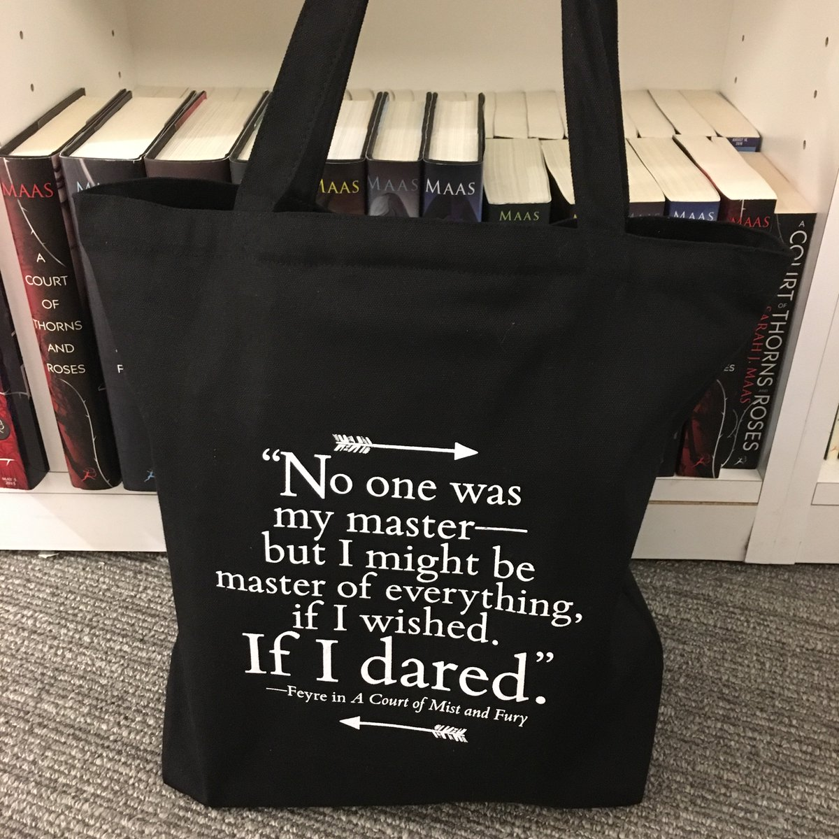 Happy #ToteThursday! RT & follow to win a @SJMaas A COURT OF MIST AND FURY tote bag (open internationally)! https://t.co/nC5ilc4Ndb