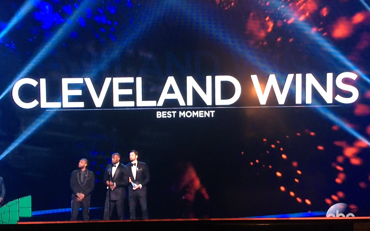 I think I like this on my TV for the country to see #Cavs   #ESPYS https://t.co/yp00lyOdDp