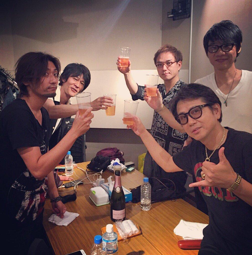 昨日、藤井フミヤさんのリリース記念ライブが渋谷O-EASTにて。素晴らしいライブでした。NEW ALBUM 「大人ロック」是非聴いてください!!そしてフミヤさん誕生日おめでとうございました。 https://t.co/sll4l4nE6O