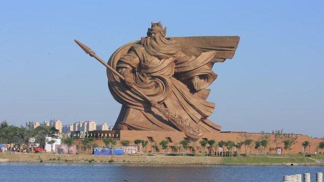 なんというデカさ!超巨大な関羽の像が中国、荊州市に現れる 写真5枚 https://t.co/Zh9654UhkJ https://t.co/9JP9nMSrVT