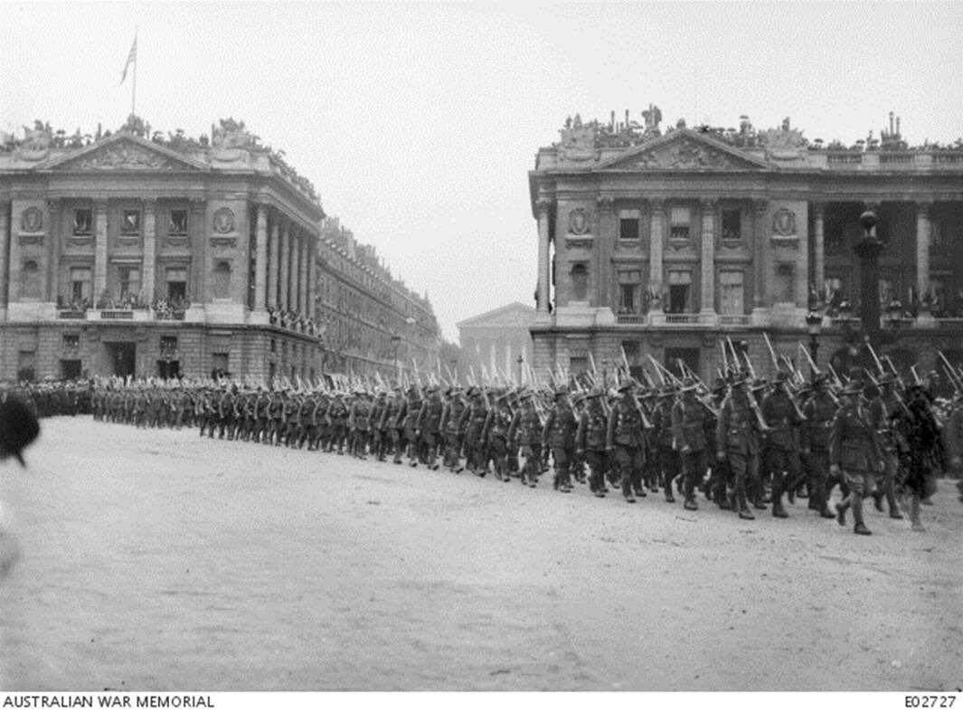 Then and now - Australian troops march through Paris. #Anzac100 #BastilleDay https://t.co/qWJ2Jw5mdZ