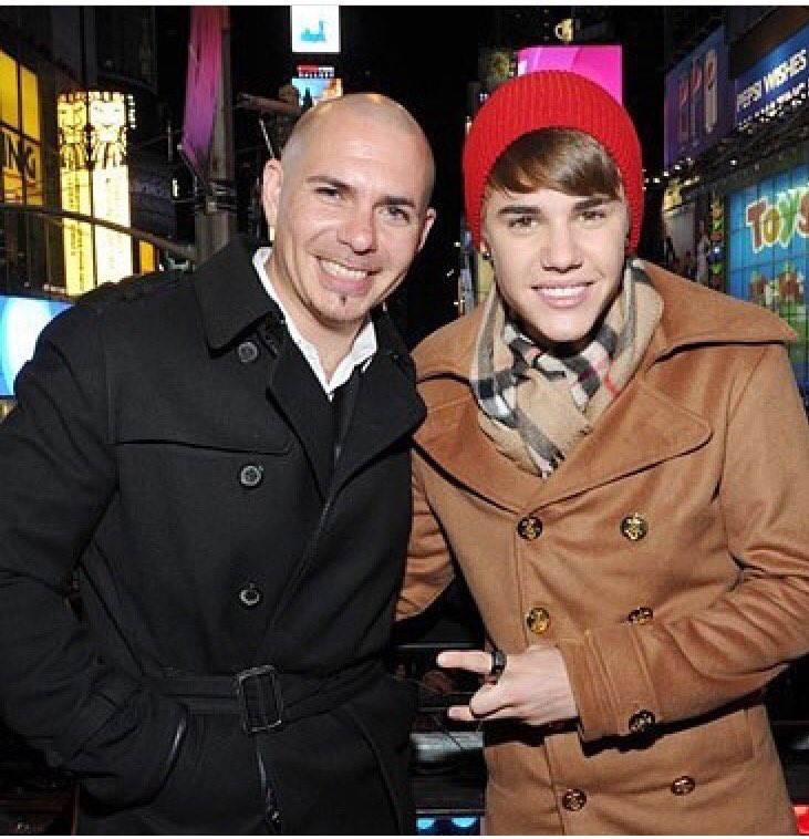 #TBT Ringing in the new year with @justinbieber  two fly chicos #Dale https://t.co/2ZOhRCpu9x