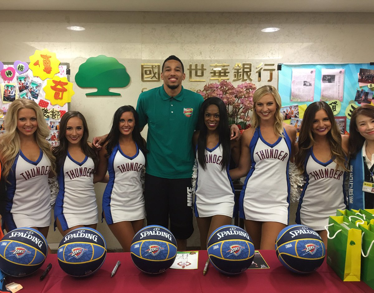 Look who we ran into in Taiwan! Andre Roberson is here for NBA Youth Madness too! https://t.co/Bu6W6yj4cE