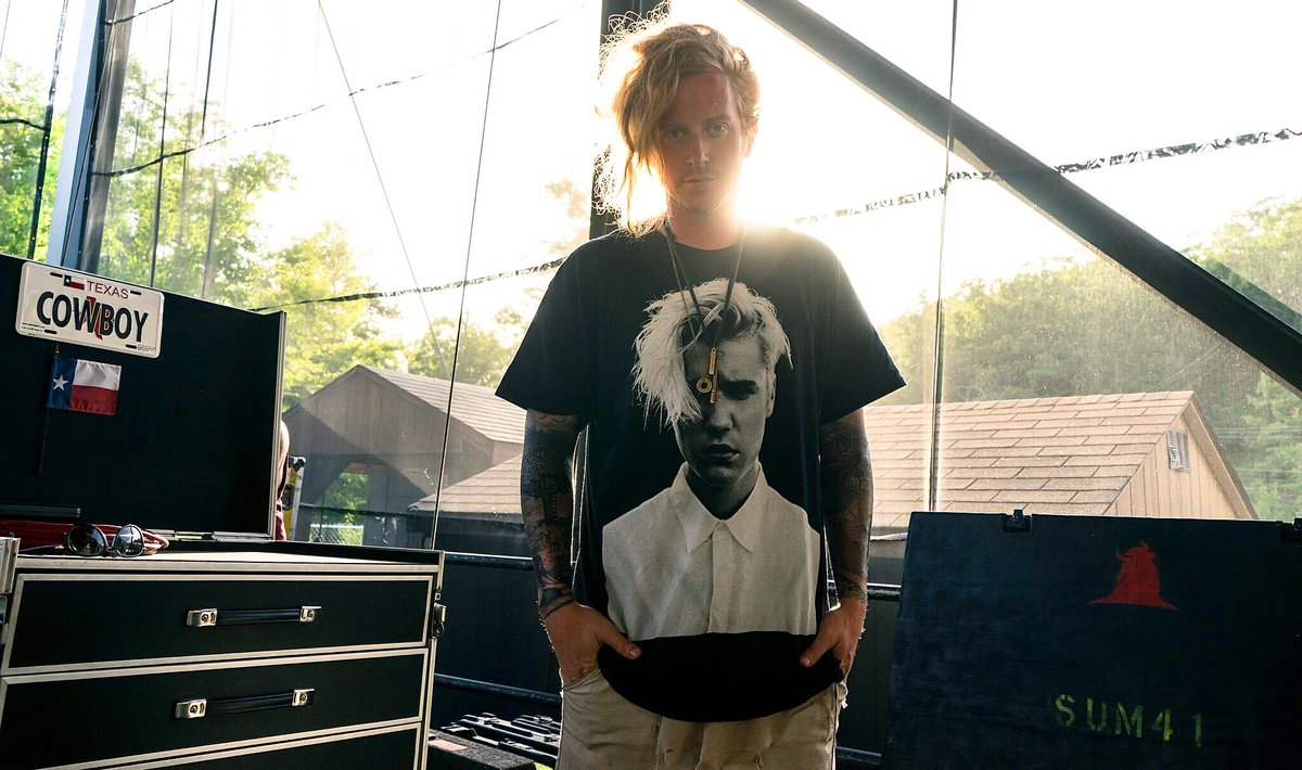 The swag is real with @travisrclark #WTKWarpedTourScranton @JustinBieber https://t.co/l2vYY368V6