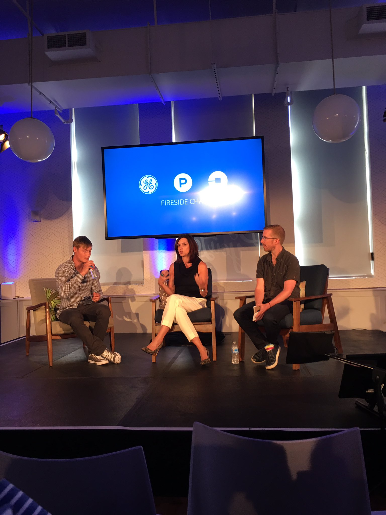 @bethcomstock:  How does GE stay young?  We hang with startups.  Speed, disruption...#AppFronts https://t.co/La4k1xmXBn