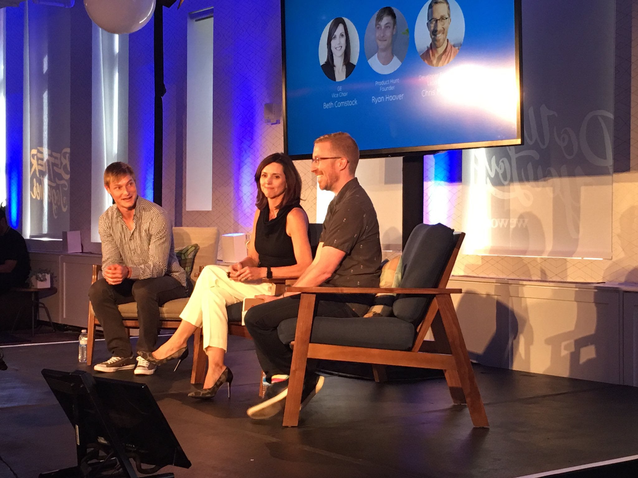 Very cool fireside chat at #Appfronts with #GE Vice Chairman Beth Comstock, #uber and #producthunt https://t.co/oFmLeu7r1o