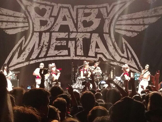 I'm at a #babymetal concert. This is surreal - like watching interpretive dance with pop idols over metal hooks. https://t.co/Dk2Pjac4vn
