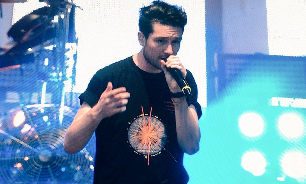 Bastille currently onstage at #paleo2016 - we love the ATLAS t-shirt, Dan! @bastilledan https://t.co/gUMzIyuFAd