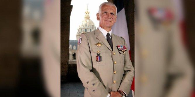 Général Bruno Dary «Prolongez #EtatdUrgence autant que vous voulez mais ça ne sert à rien» https://t.co/quFBBSM9GO