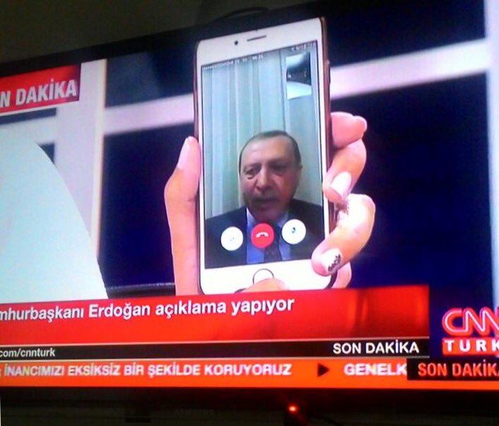 Interviewé via Facetime, sur le smartphone de la présentatrice, #Erdogan promet la défaite aux putschistes https://t.co/gxQMZChIk8