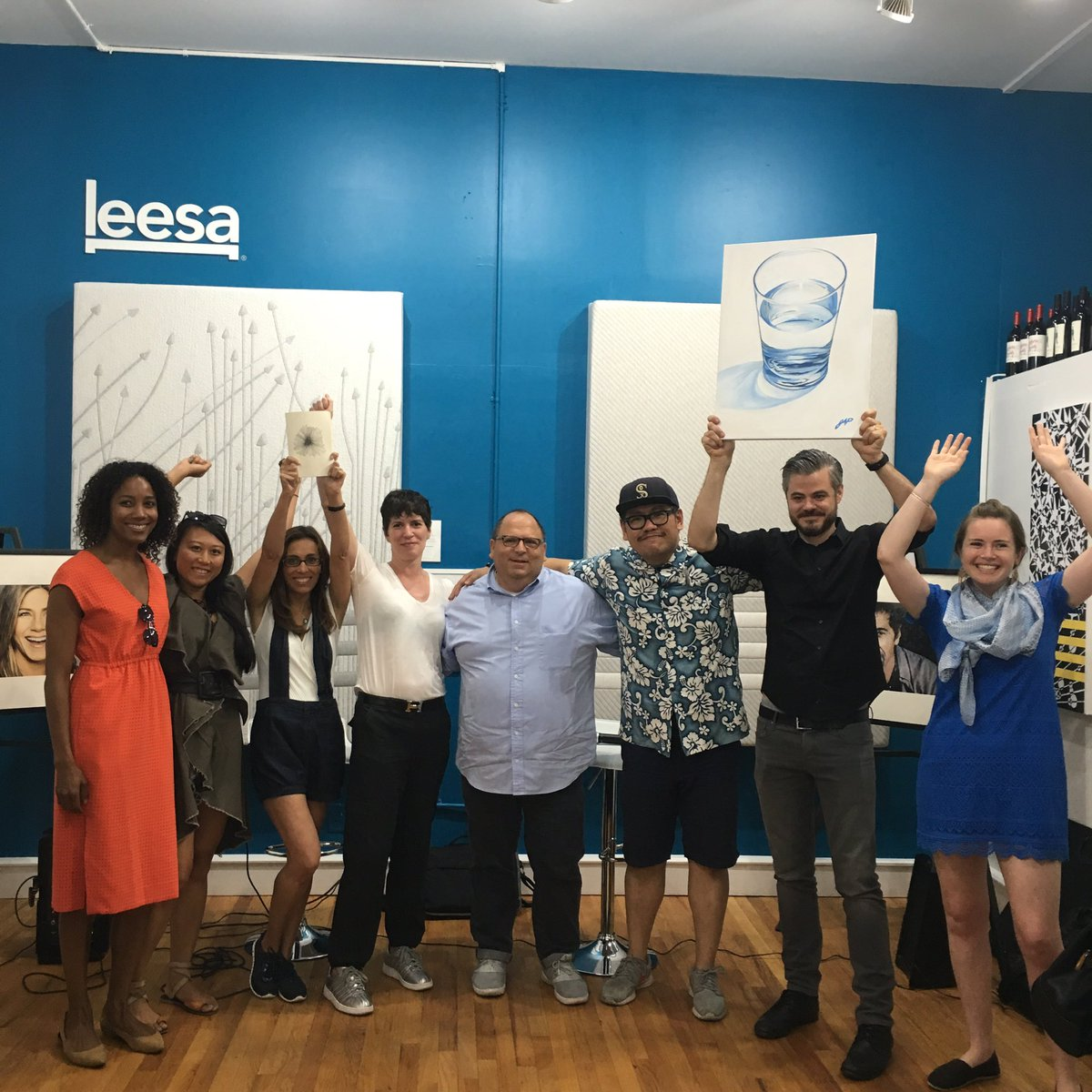 An #artlifting morning at #leesadreamgallery w/ amazing founders of @leesasleep @charitywater @ArtLifting #giveback https://t.co/DVLGFfchSh