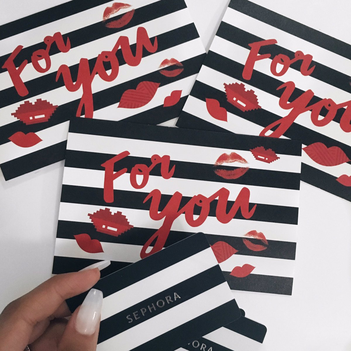 GIVEAWAY TIME: $100 gift card to Sephora to 1 lucky winner! To win: follow me on Twitter and retweet this tweet ❤️❤️ https://t.co/1nOiYaDSuB