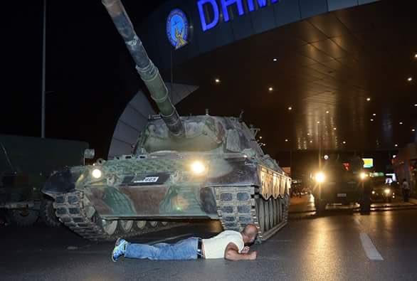 الشعب التركي يضرب مثلا بديعا في الوعي والمقاومة . لقد فشل الانقلاب ! #فشل_الإنقلاب https://t.co/SpvsdzaAFT