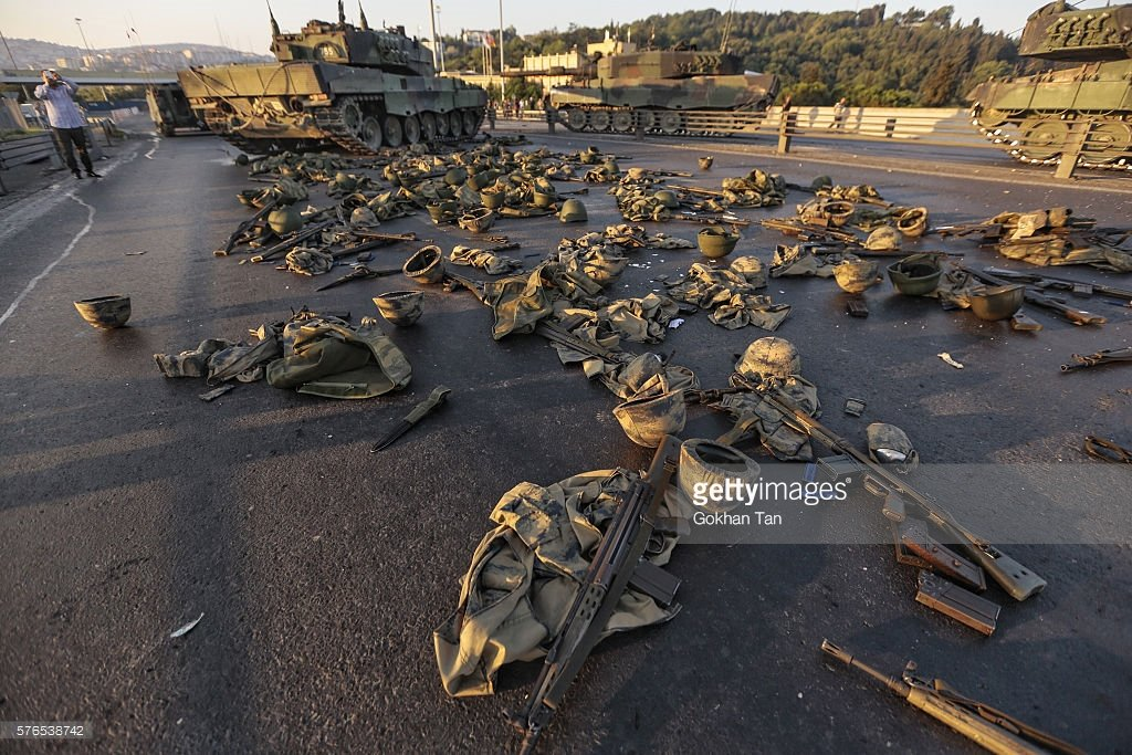 Soldiers' clothes & weapons lie on the Bosphorus bridge in Istanbul. Turkey https://t.co/kqU7Wm8kAt