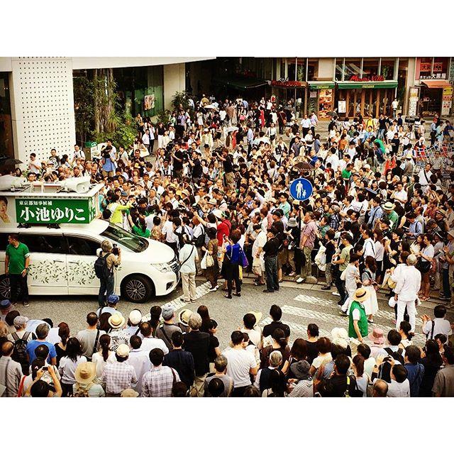 す、すごい!こんなに多くの皆さんが小池ゆりこ支援にお集まりいただきました。勇気100倍です! 必ず「東京大改革」、都民と共に進めてまいります。#CreateNewTokyo_Yuri #都民が決める #小池百合子 https://t.co/lwoie4HLJD