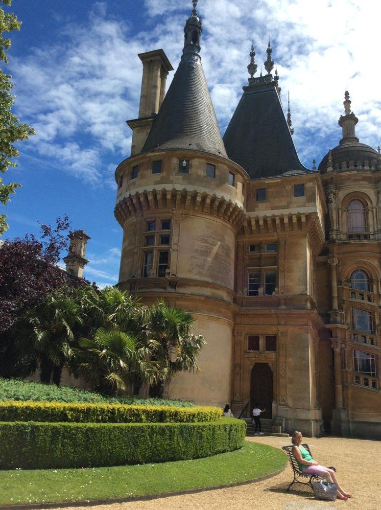 Waddesdon Manor earlier this afternoon https://t.co/BGNpgOIL9U