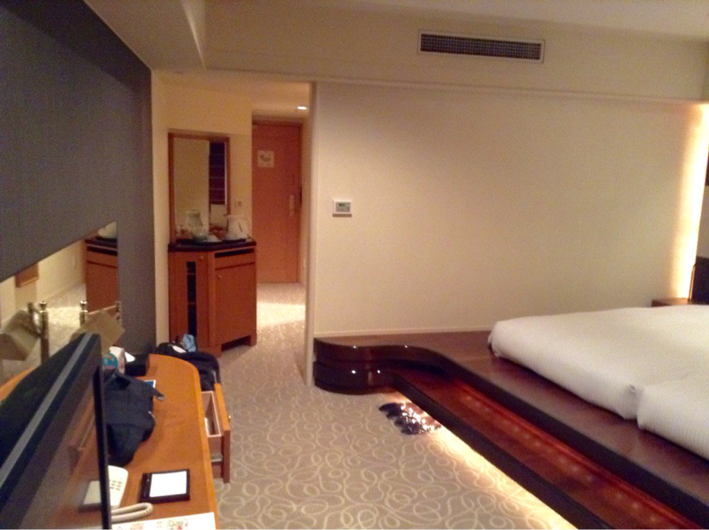 JTBのホテルありえんすごい部屋だったwww https://t.co/WlRUFrN4ph