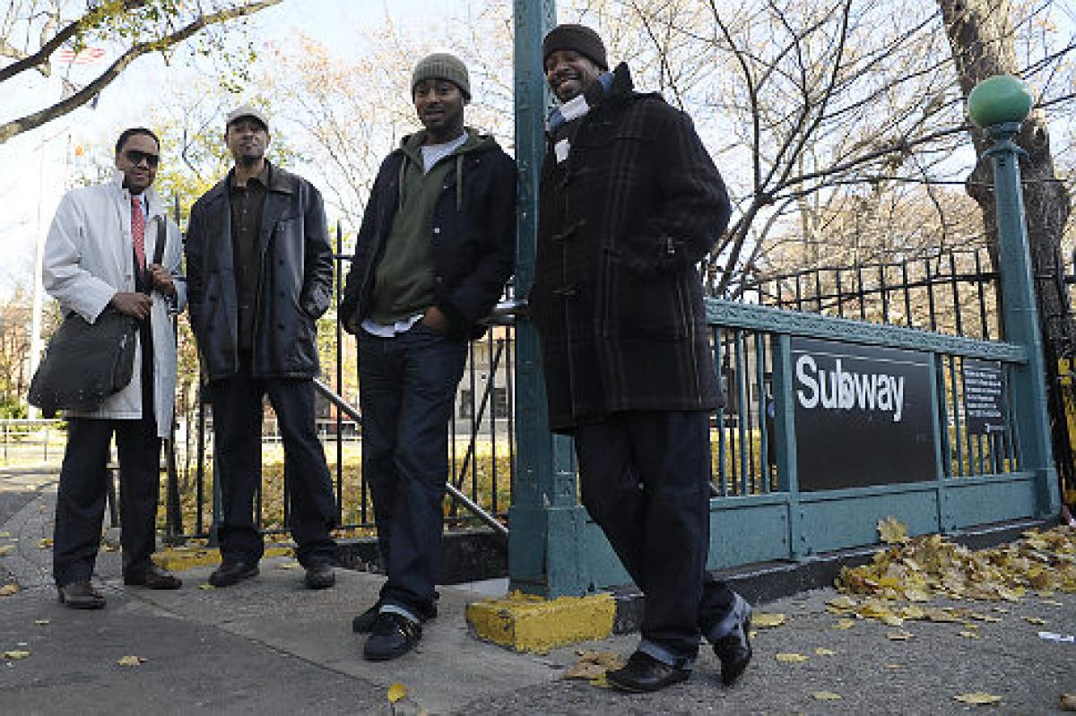 A Group Of Bed-Stuy Men Walk Pedestrians Home From The Train To Prevent Muggings https://t.co/PdLsZ61oUX https://t.co/OgNb1hzMBz