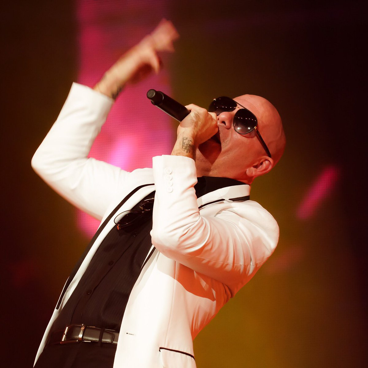 party in Phoenix #TalkingStickResortArena tonight with @princeroyce @FarrukoPR @livenation #dale https://t.co/BHw2gbVa47