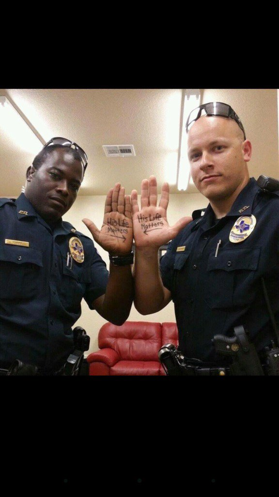 This is real!! ALL lives matter. Both in and out of uniform. That's the message we ALL need to be sending! https://t.co/nbYqsYFd6g