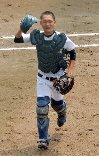 三重大会は、昨日もたくさんのドラマがありました。ハイライトはベンチに下がってもチームを鼓舞し続けた松阪工の中口雄貴捕手です(広)  三重)津西や相可が勝ち進む 高校野球 https://t.co/kijUIL944c #高校野球 https://t.co/MbzL9DKubb