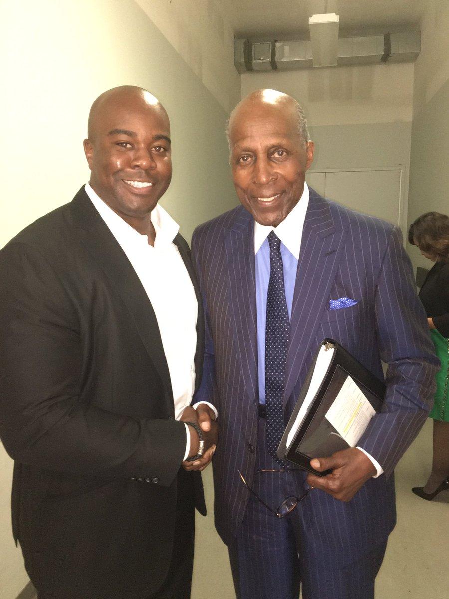 Enjoyed spending a little time with THE Vernon Jordan Jr, Civil Rights Legend and so much more. #unbossed #unbroken https://t.co/JNPkCJFXi4