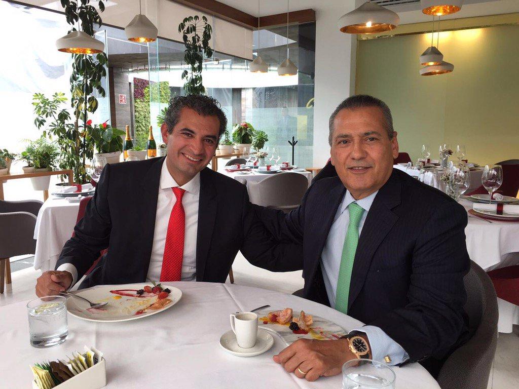 Comiendo con mi amigo @EnriqueOchoaR, presidente del @PRI_Nacional, compartiendo experiencias, ideas y compromisos https://t.co/1f0Py44h5Q