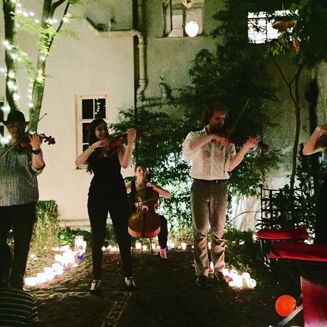 When you come home and there's a string quintet in your garden. Monday's aren't so bad after all! ???????????????????????? https://t.co/sVvPUlBxxd