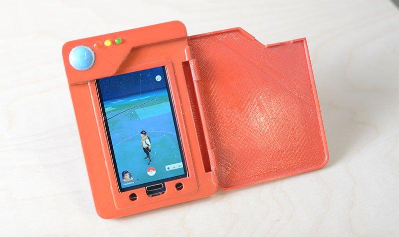 Les puristes de #PokemonGO se rueront sur cette batterie externe en forme de #Pokédex ;) https://t.co/mVXasy9Xr7