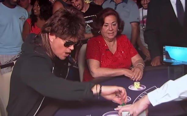 Matt Damon plays Blackjack (in disguise!) on @JimmyKimmelLive: