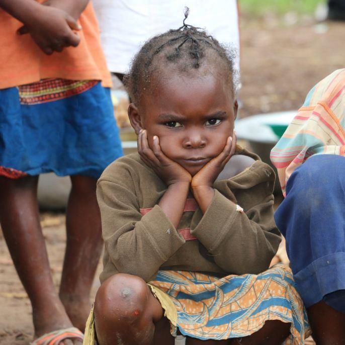 Niñas tienen 2,5 veces más probabilidades de abandonar la escuela que niños en países en conflicto. RT si te indigna https://t.co/TXNv0oGhpc