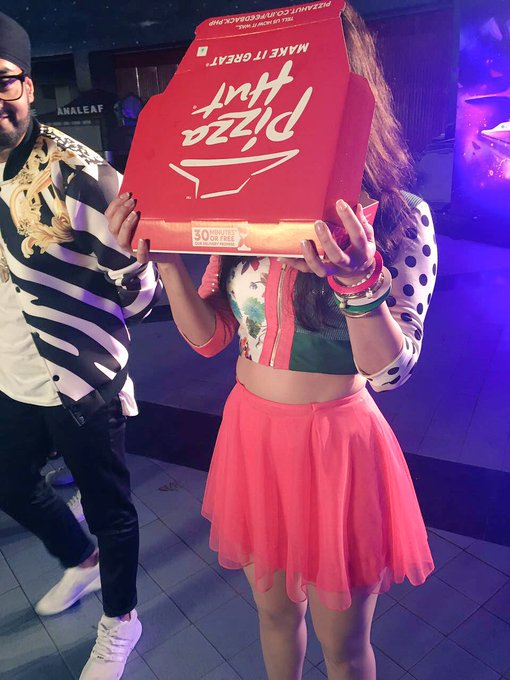 1 pic. Haha got pizza-look at it-was caught-didnt eat it so I just smelled pizza.I think @MANJmusik wanted