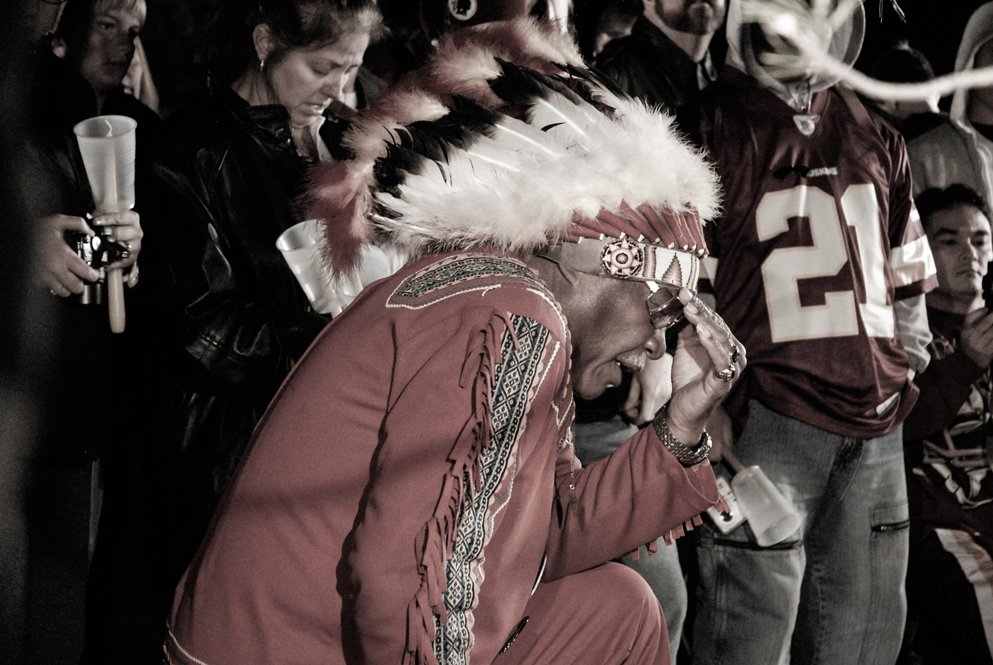 This photo of Zema Williams at the candlelight vigil in honor of Sean Taylor seems fitting tonight. #RIP #ChiefZee https://t.co/5lFHihTaHK