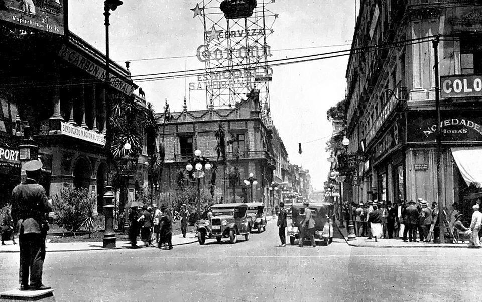 El sanborns los azulejos en 1938 con un gran letrero for El sanborns de los azulejos