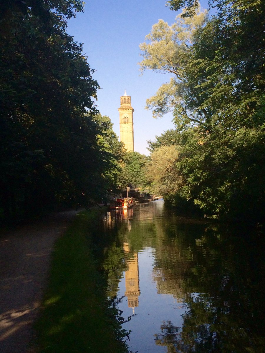 Leeds-Liverpool canal in Saltaire was just beautiful yesterday evening. More importantly caught a Staryu here. https://t.co/AuRFEcVm98