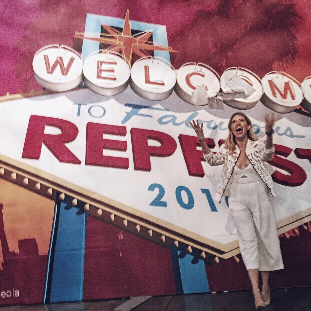 Wrapped an incredible day at #RepFest with Avon! @AvonInsider https://t.co/v2ipQNDigW